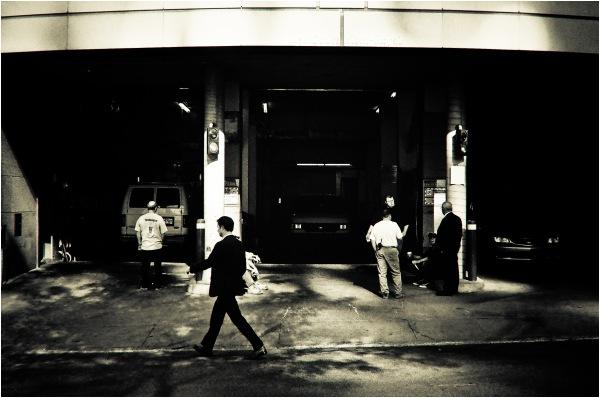 Sur les trottoirs du monde moderne