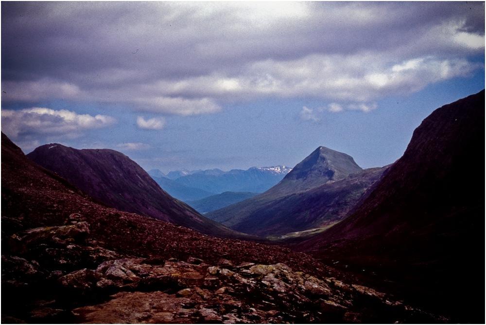 Par delà les monts