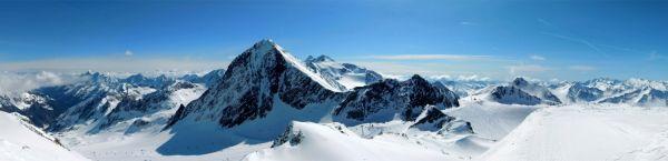 ... overlooking the Stubai glacier ...