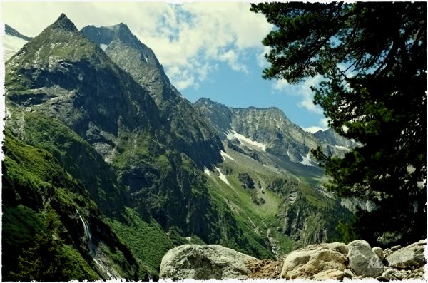 (6)  ... the mountain tops become visible ...