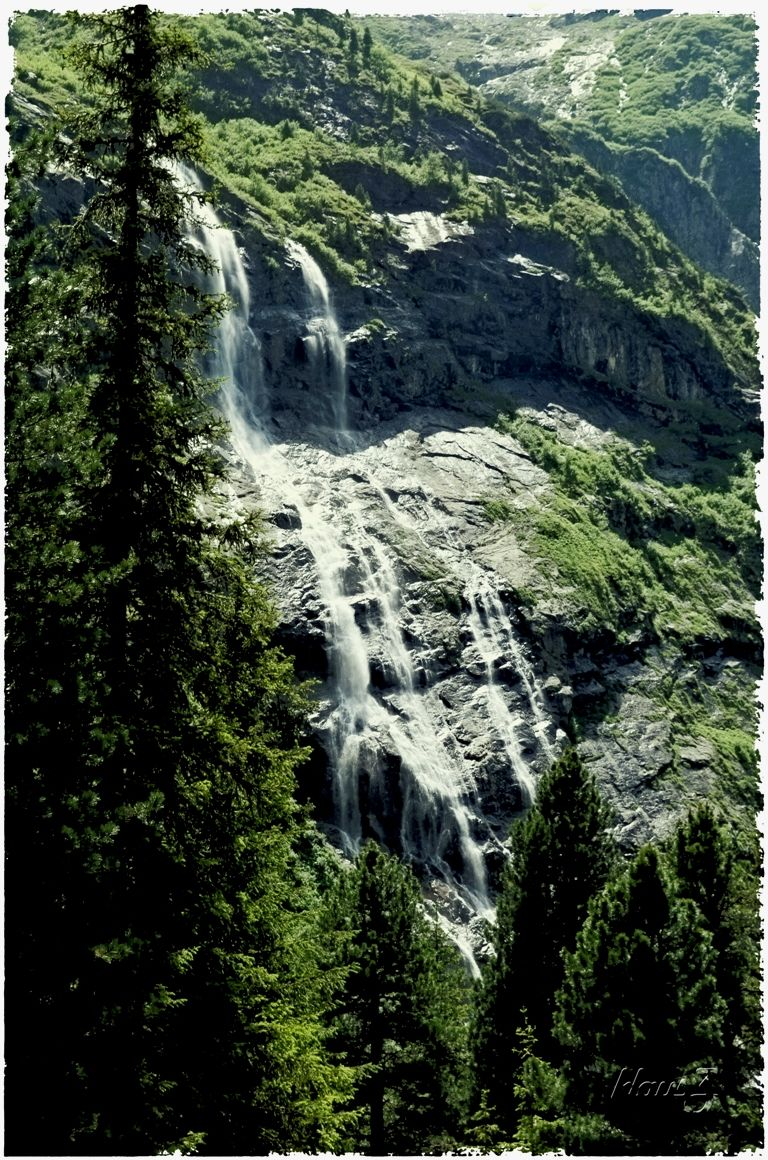 (8) ... the roaring of the waterfalls ...