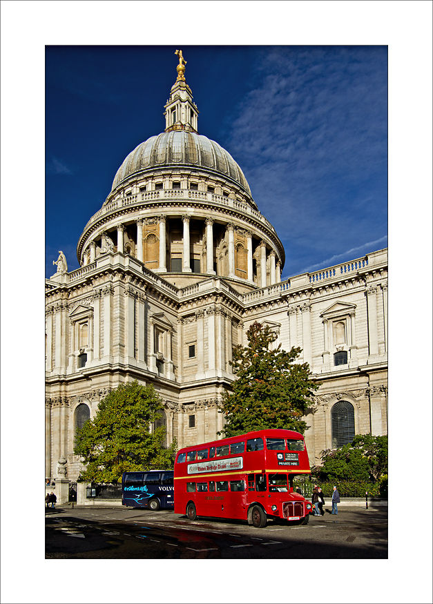 London Bus Saint Paul Cathedral