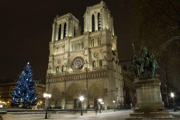 Cathedrale Notre-Dame de Paris sous la Neige