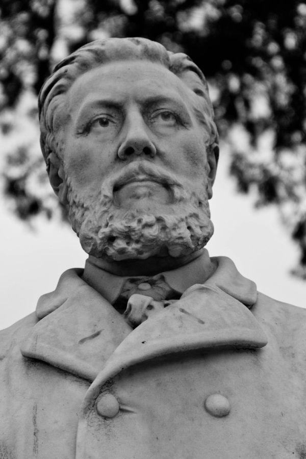 """Statue in """"Pere Lachaise"""""""