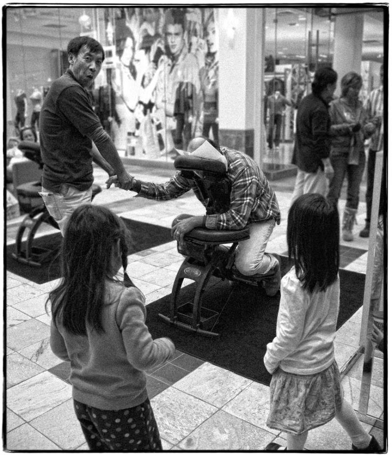 kids find massage in mall