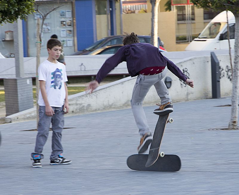 skate en la plaça de la constitució 01
