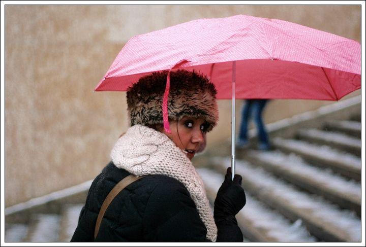 La dame au parapluie rose