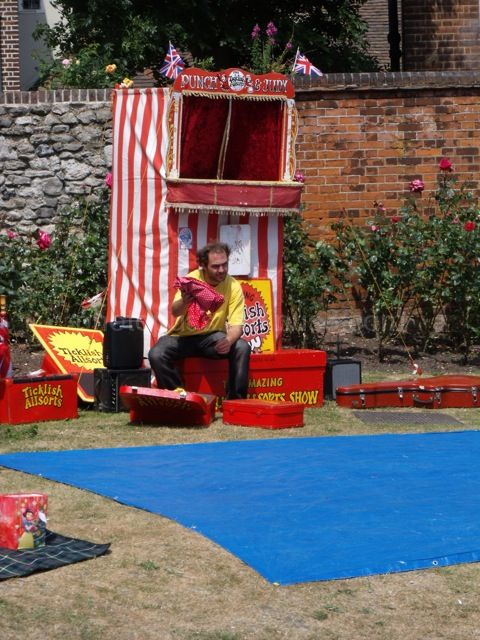Punch and Judy, a break
