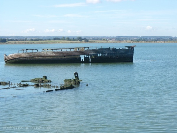 wrecked, barges, Swale, Kent