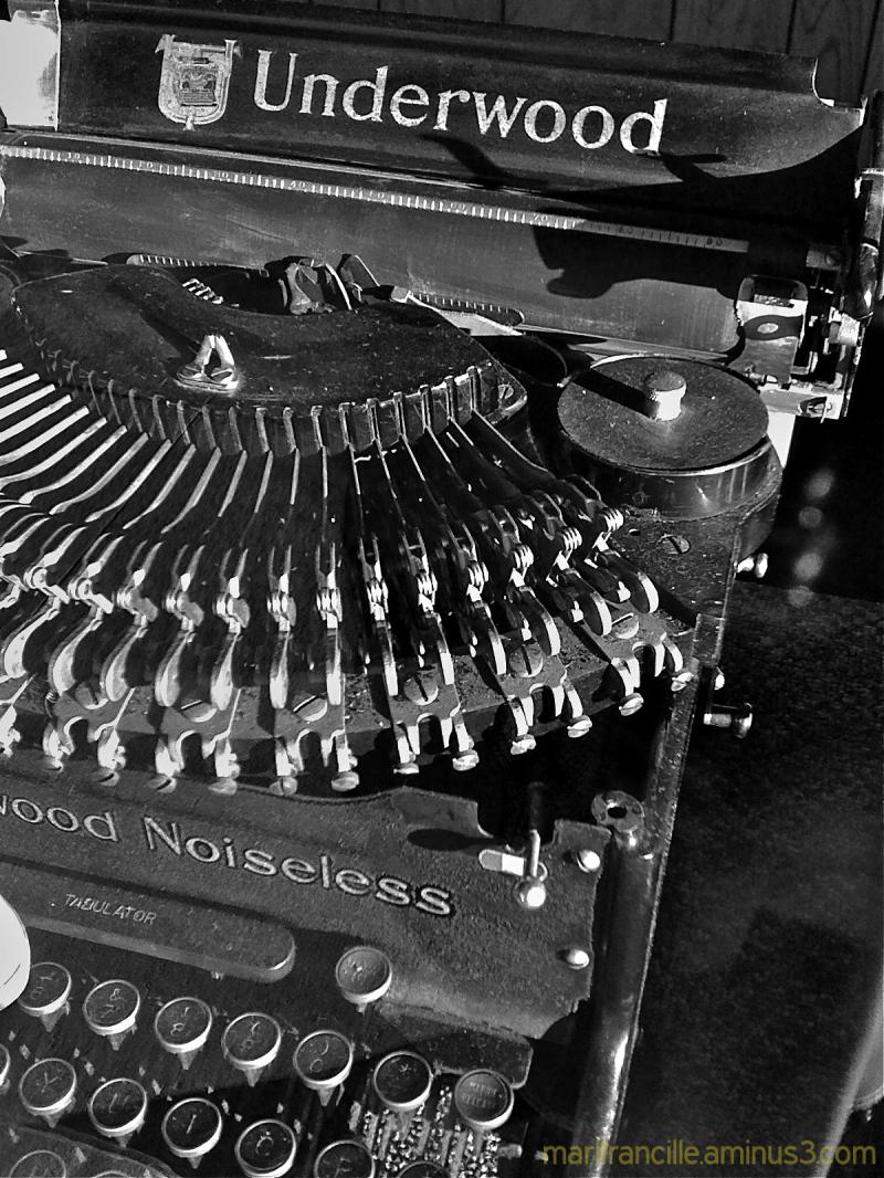 underwood typewriter, old tools,