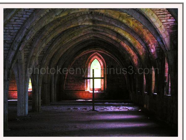 fountain abbey archway