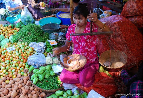 Jour de marché à Mingun...