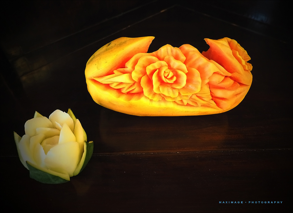 Sculpture sur fruits...
