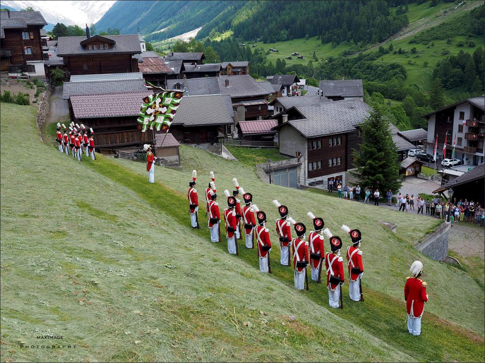 Costumes et traditions du Lötschental....