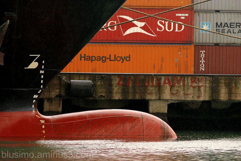 port ships rain  transport port bateaux pluie