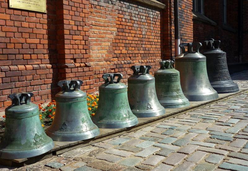 Campanes (bells)
