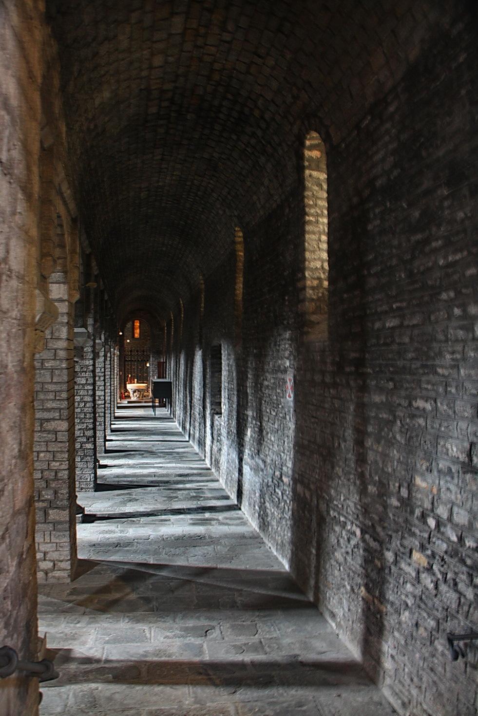 Santa Maria de Ripoll. #1 Nau lateral