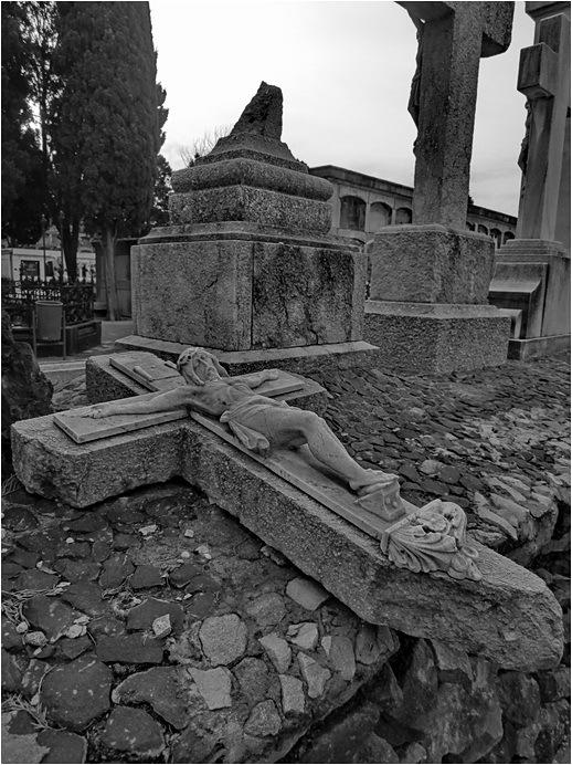 Visita al cementiri - 8 . Creu Trencada
