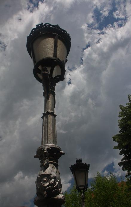 Fanal sota els núvols