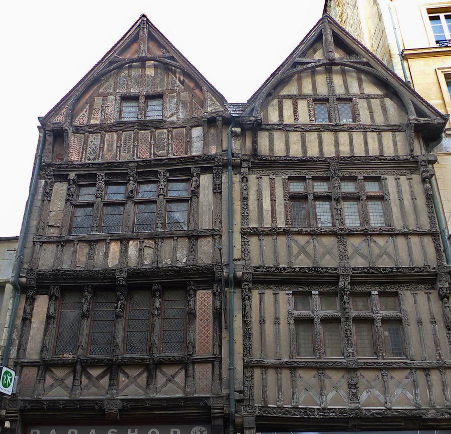 Cases de fusta. Caen.