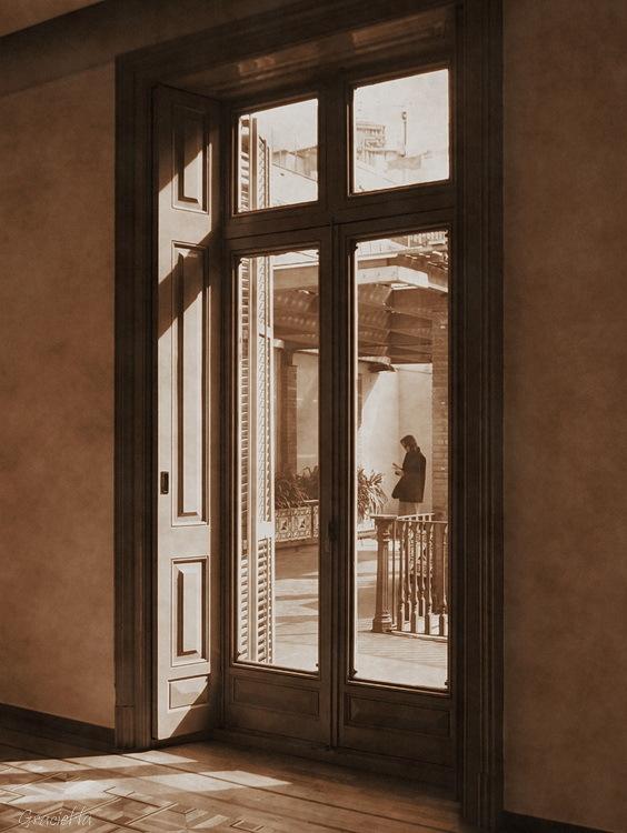 A través de la finestra