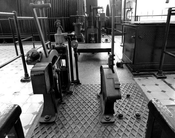 Lloc de comandament. Antic motor Als-Thom (2/4)