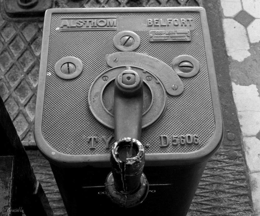 Regulador. Antic motor Als-Thom (3/4)