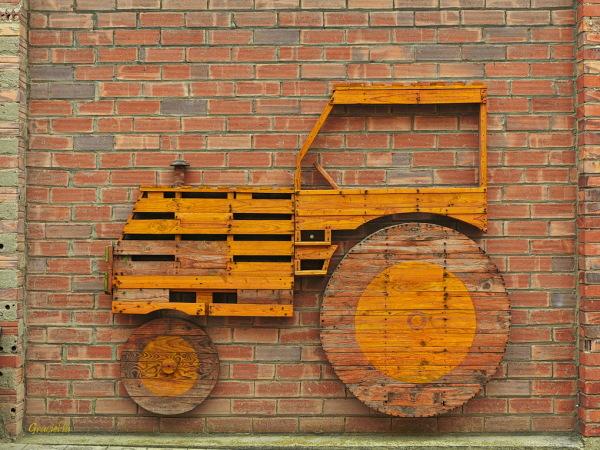 Yellow Tractor. Street Art. Penelles. #4