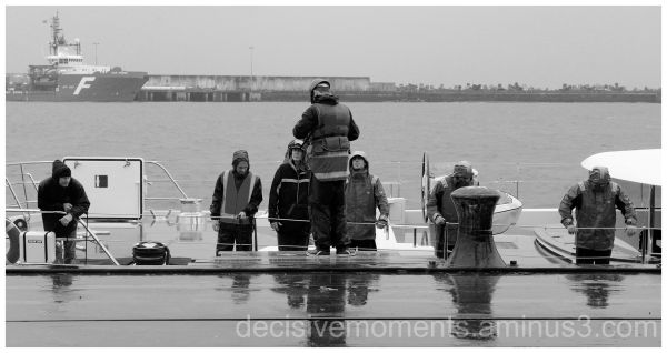 Harbour workers 3