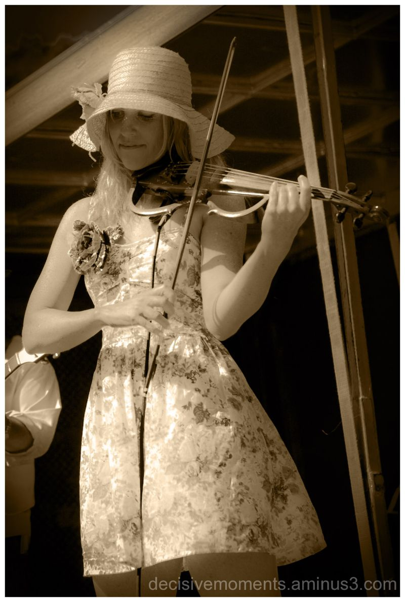 Lady with violin