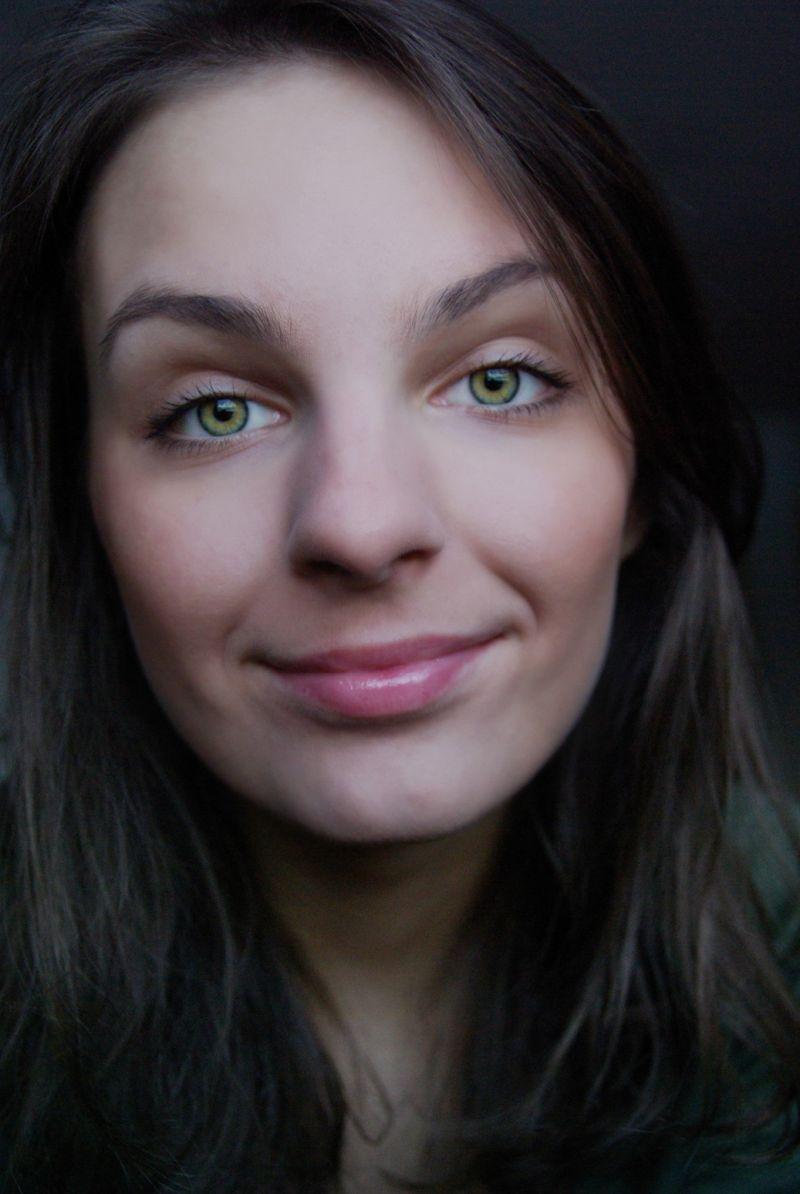 ugi girl female portrait fashion eyes green
