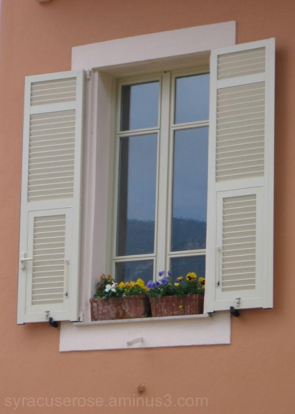 Une Fenêtre Monégasque
