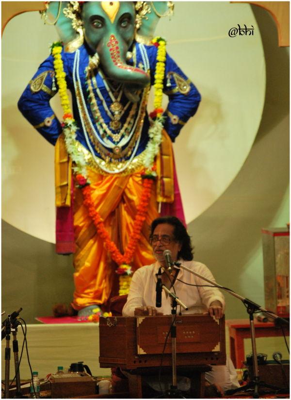 Maage Ubha Mangesh Pudhe Ubha Mangesh