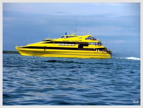 Yellow queen of the seas...