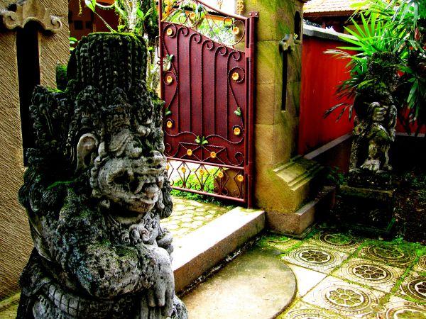 Small Gate, Puri Madura