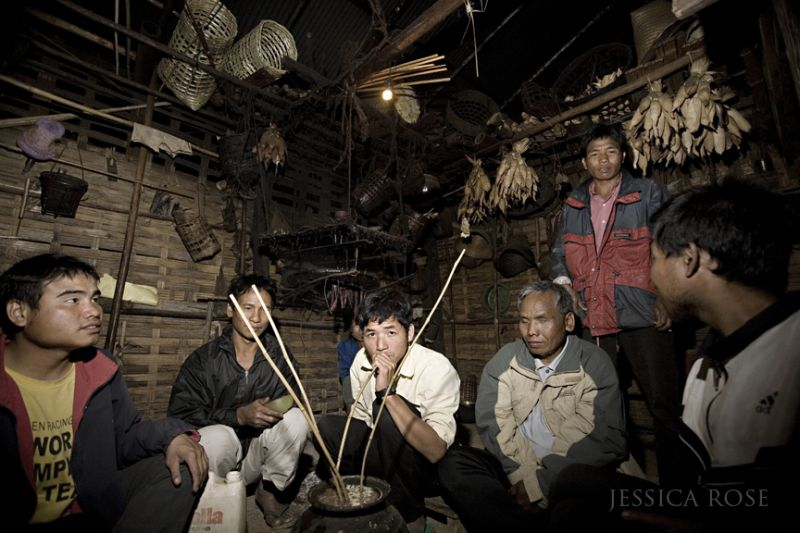 """Drinking """"alcohol of jar"""" with the Khmuu hilltribe"""