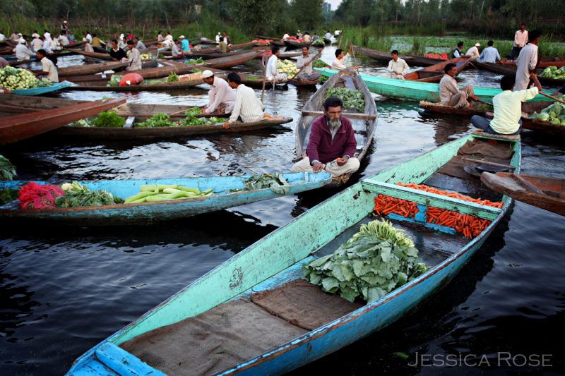 Floating market in the early morning in Srinigar