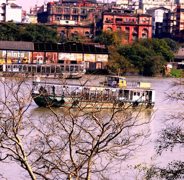 The faster way to cross river Howrah