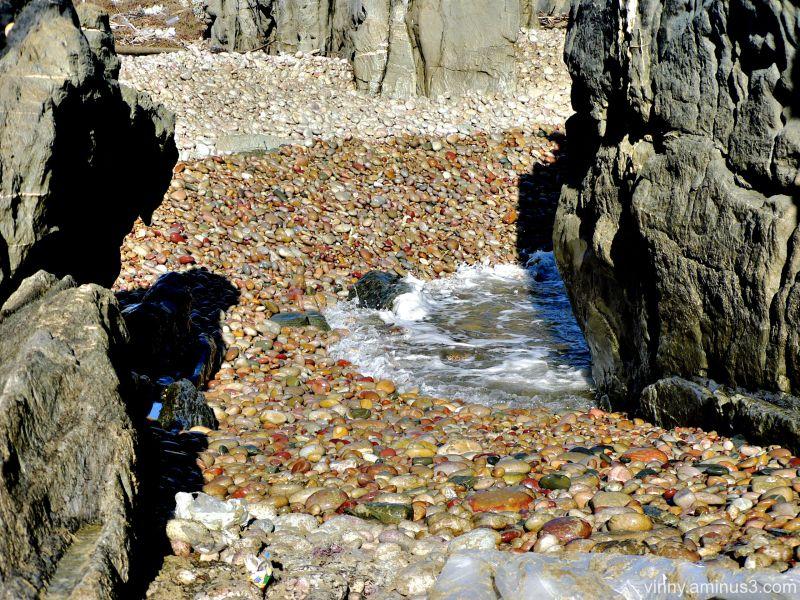Pebbles-cobbles-boulder-exposure