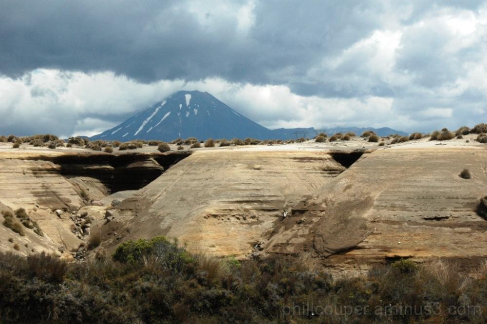 Mount Ngauruhoe desert road