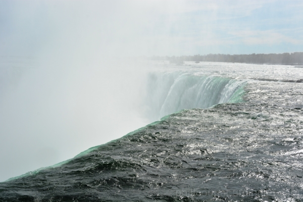 Water going over the Horseshoe Falls in Niagara