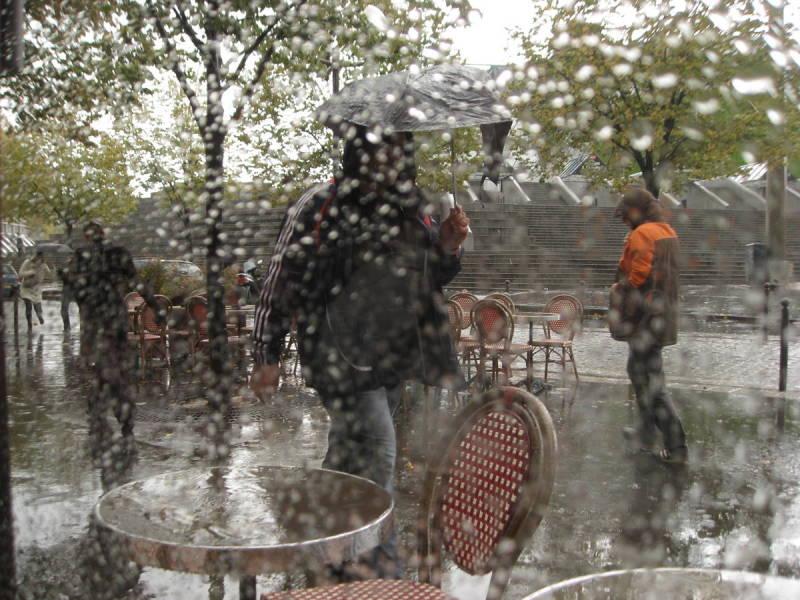 Il pleuvait fort ..........