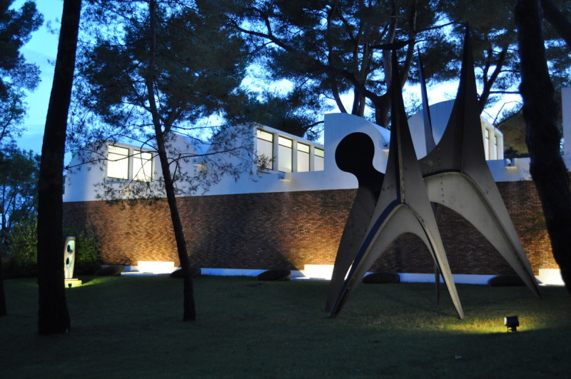 Fondation Maeght . Sculpture d'Alexander Calder .