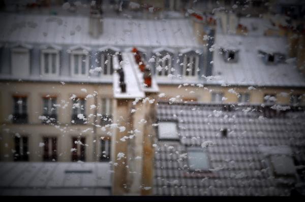 Jour de neige à Paris .