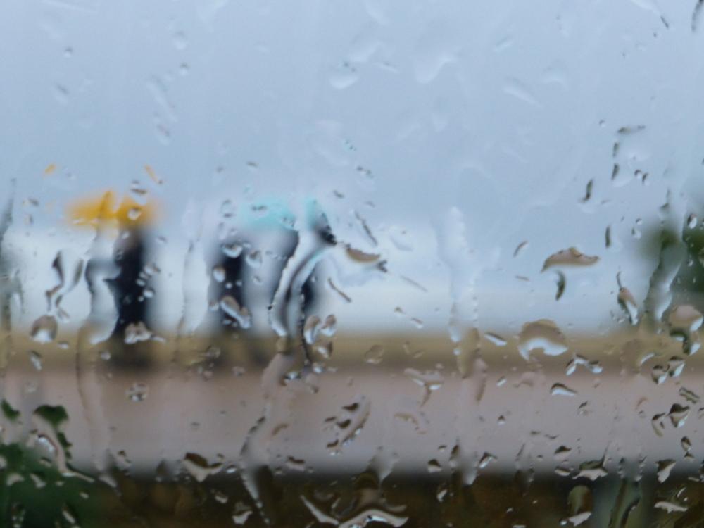 .......sous la pluie .