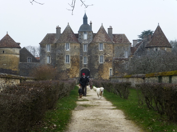 Chateau de Ratilly . (Yonne)