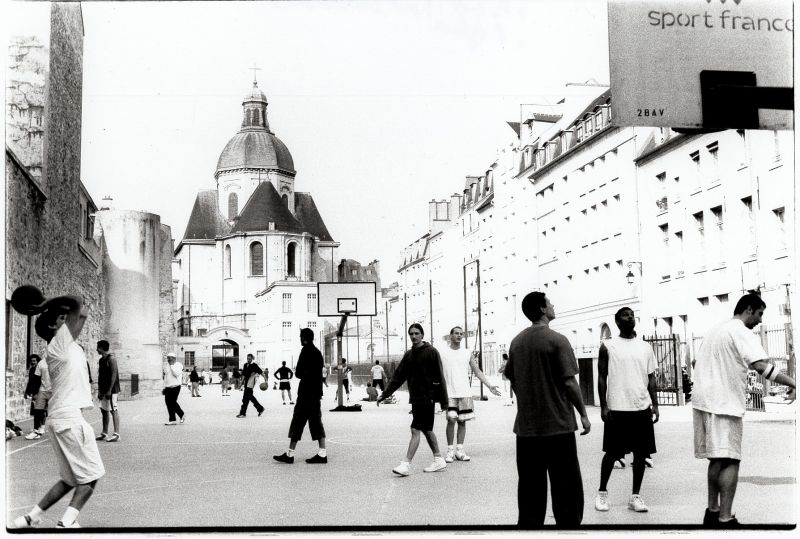 basket time in the middle of Old Paris