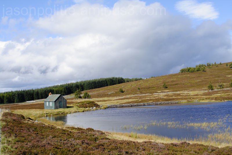 Small bothy near this reservoir on Rob Roy Way.