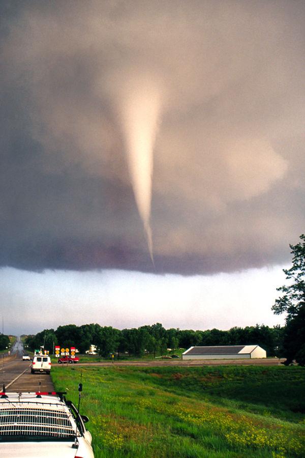 Tornado forming in Mulvane, Kansas June 12 2004
