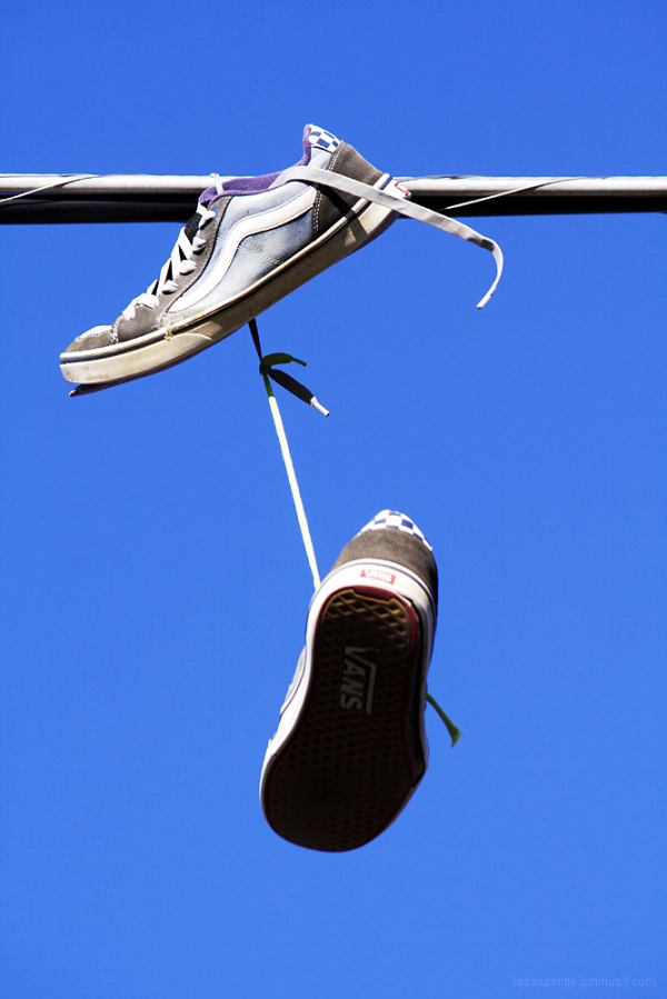 Shoes on a wire or Shoefiit